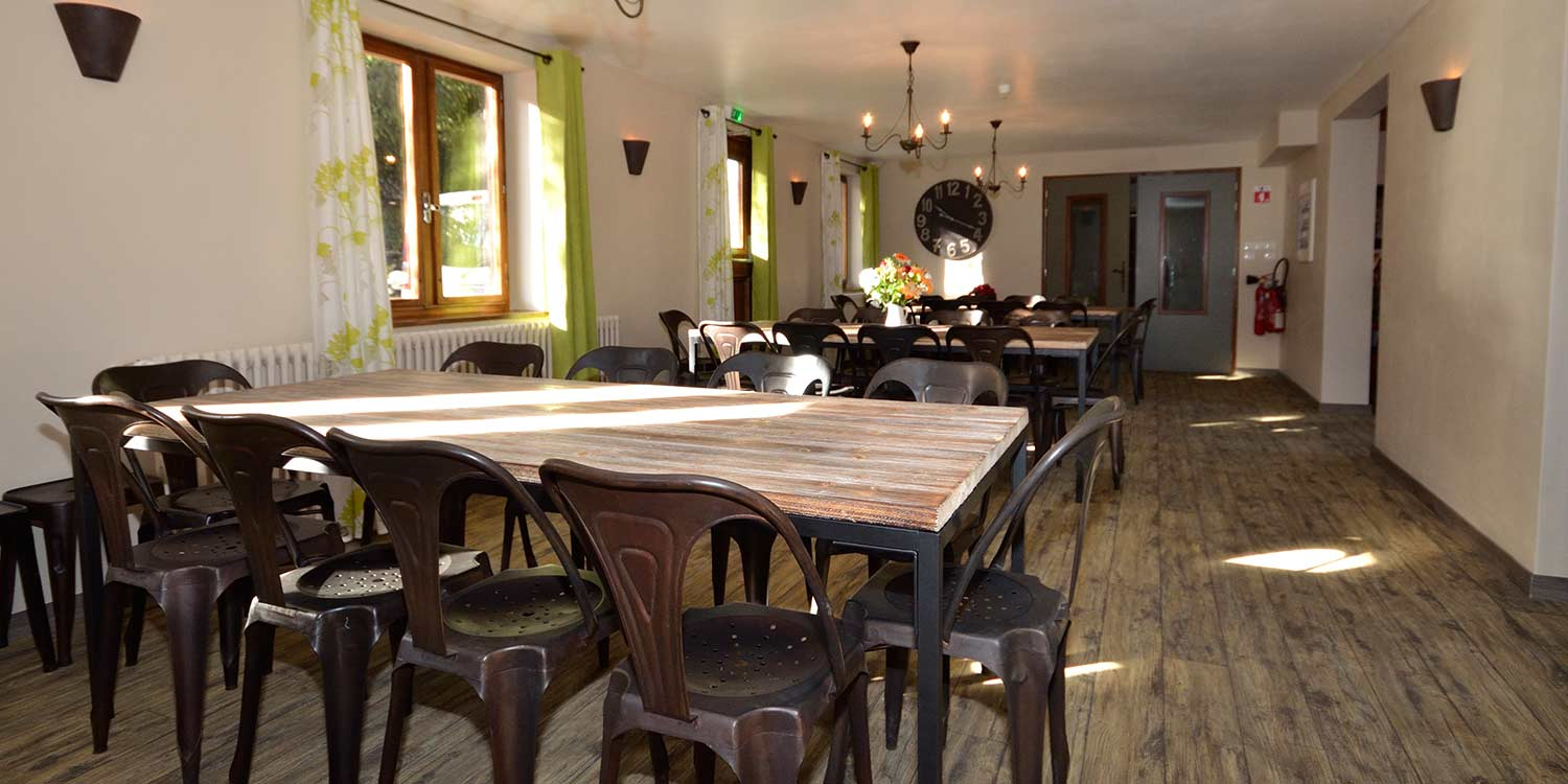 The Drop Inn La Praz Kitchen Area Seating